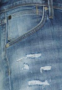 Jack & Jones - JJIRICK JJFOXSHORTS - Short en jean - blue denim - 2