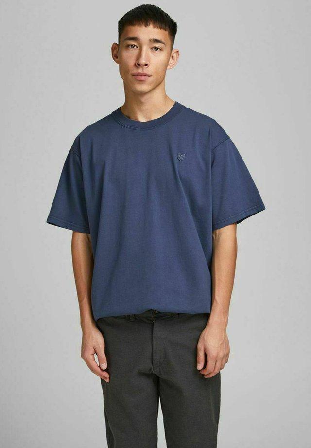 JPRBLUJULIO TEE CREW NECK - T-shirt basique - peacoat