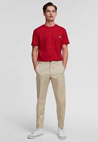KARL LAGERFELD - IKONIK - Basic T-shirt - red - 1