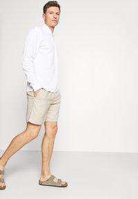 Banana Republic - CORE TEMP EASY - Shorts - sand/khakiglobal - 3