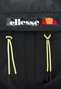 Ellesse - AMANDO BARREL BAG UNISEX - Sportovní taška - black - 4