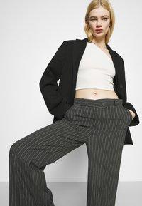 Weekday - LUXA SKEW TROUSERS - Trousers - grey - 3