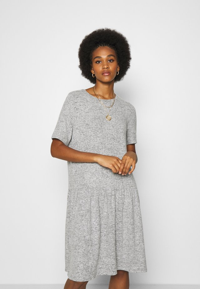 NMJOSE LOOSE DRESS - Sukienka dzianinowa - dark grey melange