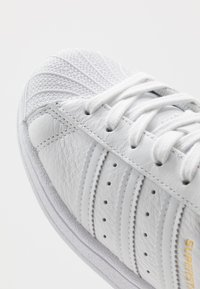 adidas Originals - SUPERSTAR - Sneakers - footwear white/collegiate navy - 2