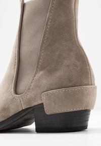 Kennel + Schmenger - ROCKY - Classic ankle boots - pebble - 2