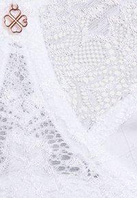 DORINA CURVES - PHILIPPA - Underwired bra - white - 2