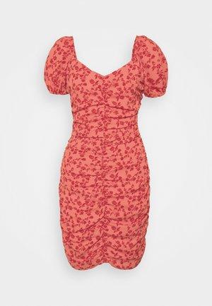 VIPHILLA RUCHED DRESS - Robe fourreau - barberry