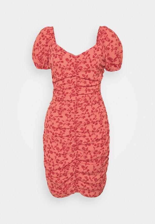 VIPHILLA RUCHED DRESS - Etuikjoler - barberry
