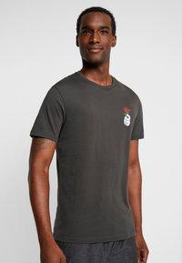 Pier One - Camiseta estampada - black - 2