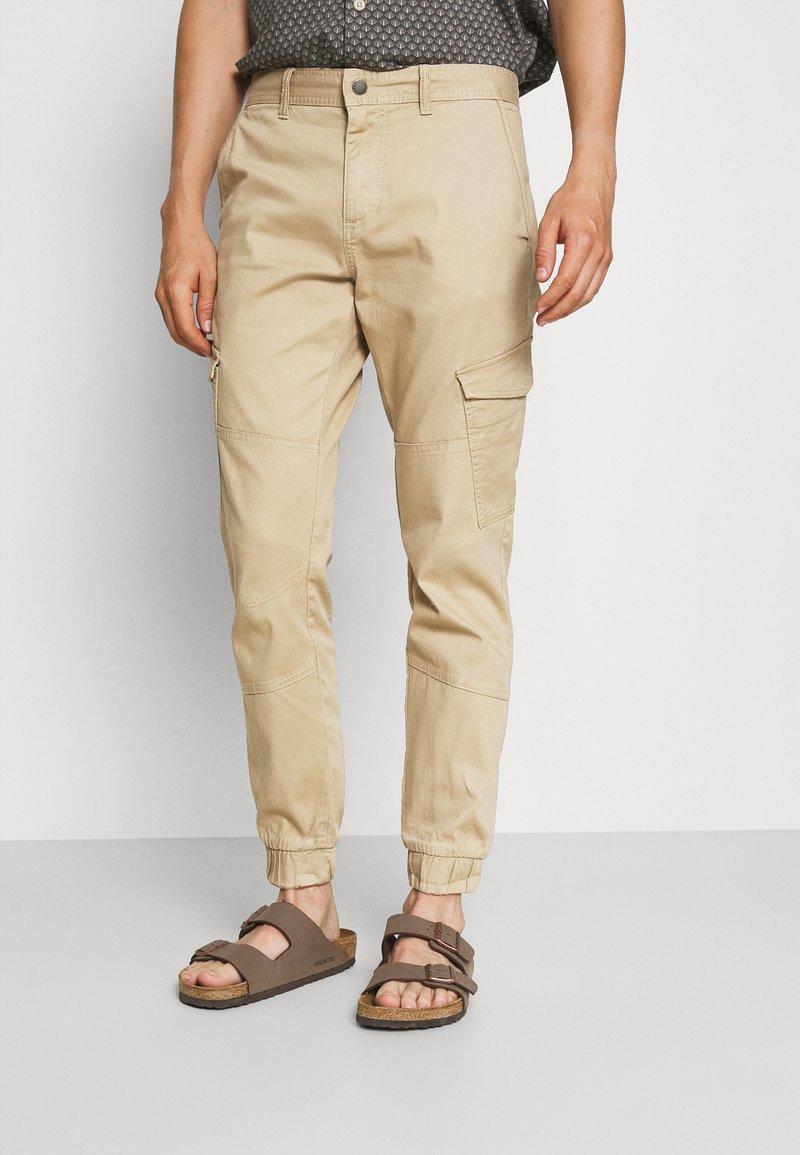 TOM TAILOR DENIM - JOGGER - Cargo trousers - beach sand