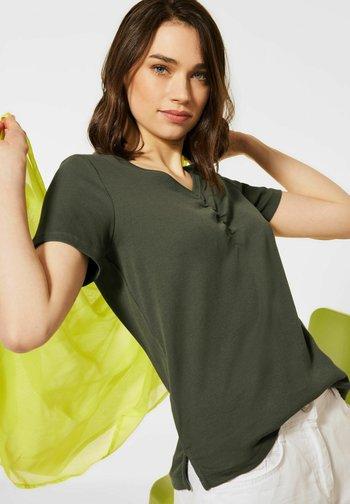 MIT V-AUSSCHNITT - Basic T-shirt - grün
