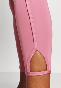 Nike Performance - YOGA CORE CUTOUT 7/8 - Leggings - desert berry/light arctic pink - 4