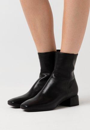 KRETA - Støvletter - black