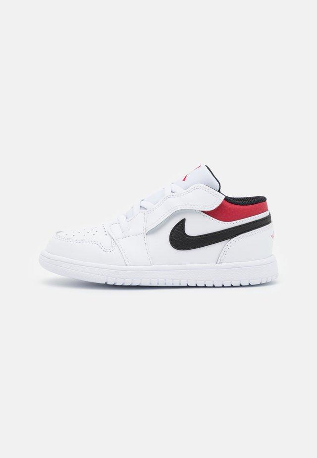 1 LOW ALT UNISEX - Scarpe da basket - white/gym red/black