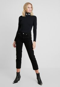 Calvin Klein Jeans - MONOGRAM TAPE ROLL NECK - Top s dlouhým rukávem - black - 1