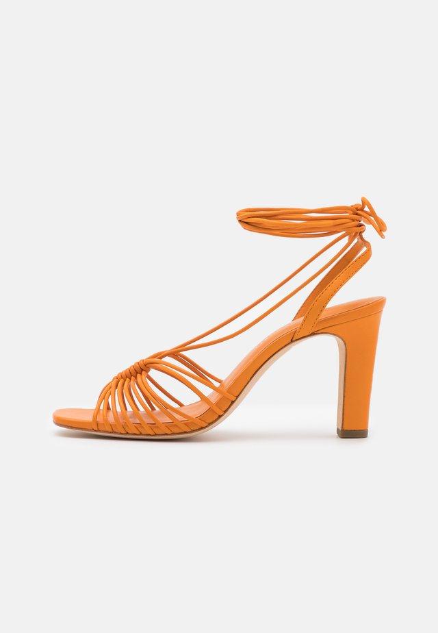 HALLIE - Sandales - tangerine