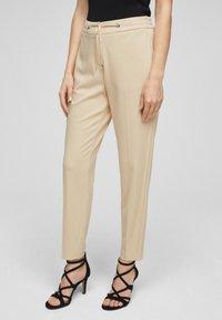 s.Oliver BLACK LABEL - Pantalon classique - beige - 3