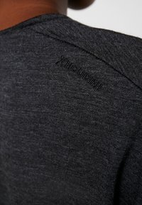 Houdini - ACTIVIST TEE - Basic T-shirt - true black - 5