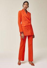 IVY & OAK - Blazer - mandarin red - 1