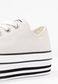 Converse - CHUCK TAYLOR ALL STAR LAYER BOTTOM - Joggesko - pale putty/white/black - 2