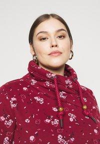 Ragwear Plus - NESKA FLOWERS - Hoodie - red - 3