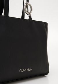 Calvin Klein - CHAIN SHOPPER - Kabelka - black - 4