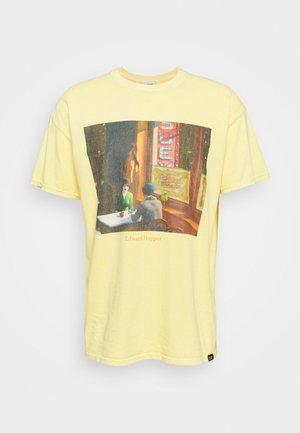 EDWARD HOPPER TEE - Print T-shirt - yellow