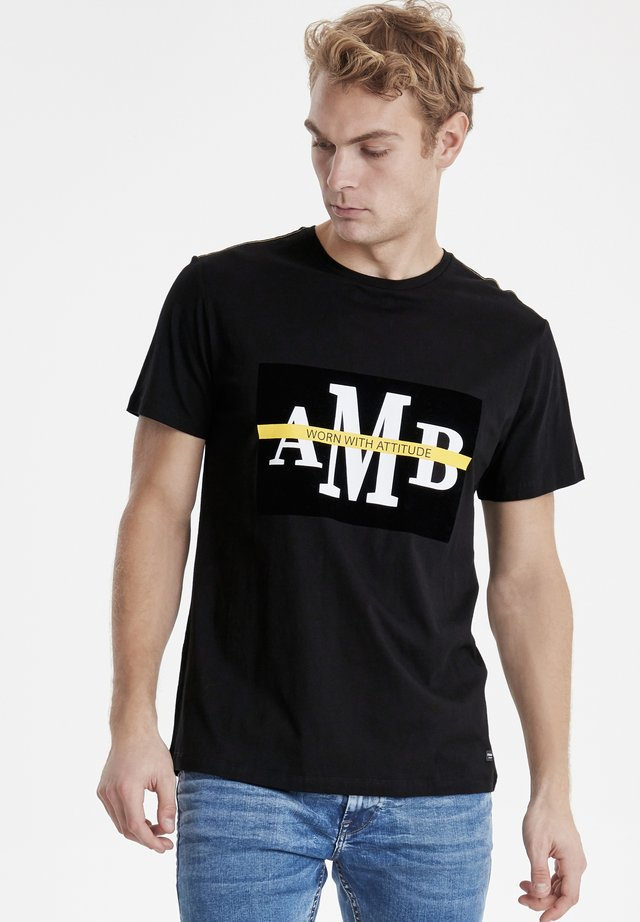 AMBITIOUS  - T-shirt con stampa - black