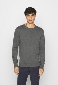 Pier One - 2 PACK  - Stickad tröja - dark blue/mottled dark grey - 2