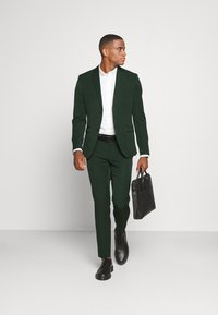 Isaac Dewhirst - THE FASHION SUIT  - Kostym - green - 1