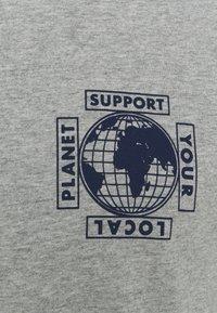 GAP - GRAPHIC  - T-shirt z nadrukiem - heather grey - 2