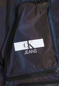 Calvin Klein Jeans - TECHNICAL 2 IN 1 UTILITY JACKET - Bodywarmer - purple/olive - 5