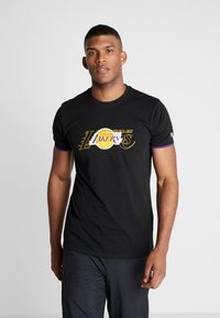 New Era - NBA GRAPHIC TEE LOS ANGELES LAKERS - T-Shirt print - black - 0