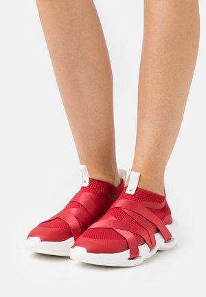RUBAN - Sneakersy niskie - flamme
