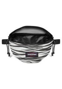 Eastpak - SPRINGER - Bum bag - anml shinelines - 3
