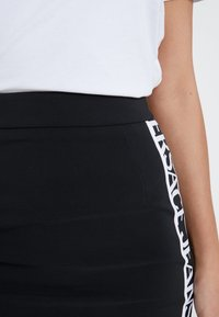 Versace Jeans Couture - Pencil skirt - nero - 5