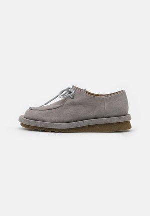 IGUAPE - Lace-ups - grey