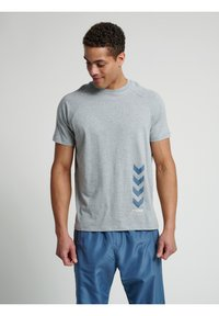 Hummel - CALEB - T-shirt med print - grey melange - 3