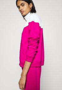 Nike Sportswear - TRACK SUIT SET - Sweatjakke - pink glaze/white/black - 4