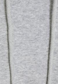 Pieces Petite - PCCHILLI HOODIE  - Sudadera - light grey melange - 2
