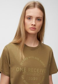 Marc O'Polo DENIM - Print T-shirt - brown ochre - 4