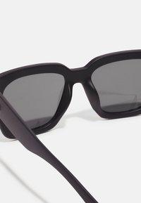 Le Specs - WEEKEND RIOT - Zonnebril - black - 2