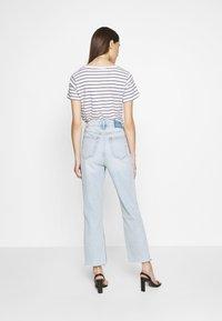 Abercrombie & Fitch - SHANK CURVE - Bootcut jeans - light destroy - 2