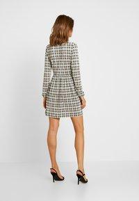 Miss Selfridge - CHECK SMOCK DRESS - Hverdagskjoler - black/white - 3