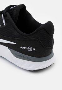 Nike Performance - RENEW RETALIATION - Sports shoes - black/white/cool grey - 5