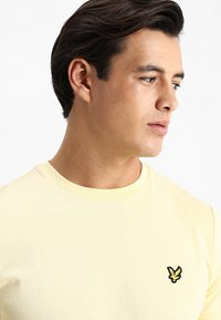Lyle & Scott - T-shirt - bas - vanilla cream - 3