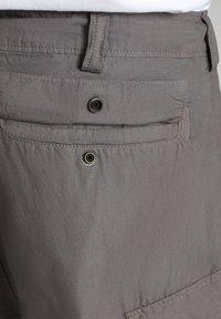 Napapijri - HANAKAPI - Shorts - grey gargoyle - 8