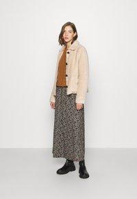 ONLY - ONLADELE  - Zimní bunda - warm taupe - 1