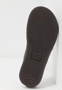 Reef - ORTHO BOUNCE COAST - Sandály s odděleným palcem - brown/white - 4