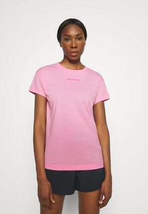 RELENTLESS CREW - Print T-shirt - pink glo